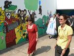 Bürgermeisterin Marion Schäfer besichtigt gemeinsam mit der Vorsitzenden des Bürgervereins, Frau Ch. Kerner das Fußgängertunnel