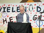 Herr Wördehoff vom Bürgerverein Heuchelhof bedankte sich für die gute Zusammenarbeit und wünschte H. Glaab für die Zukunft alles Gute