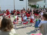 Ein ungarischer Tanz in Tracht, vorgeführt von der Tanzgruppe Kunitzky