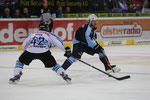 Jared Ross (Ingolstadt, l.) - Garrett Festerling (Freezers)
