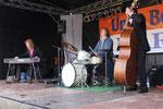 Das Niels von der Leyen Trio auf der Bühne auf dem Lugenstein