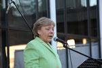 Durch Marina Tamássy kann Angela Merkel sogar singen!