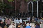 Der Innenhof der Stiftskirche war voll!