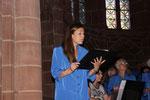 Franziska Mück beim Solo mit dem Schubertchor in der Stiftskirche