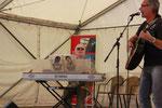 Edwin Schwehm-Herter und Wolfgang Moser beginnen mit ihrer Elvis-Performance.