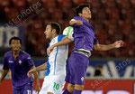 Shkelzen Gashi (L,GCZ) gegen Sebastian Roncaglia (Fiorentina)