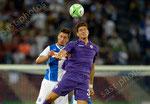 Milan Vilotic (L,GCZ) gegen Mario Gomez (Fiorentina)
