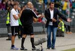 Trainer Michael Skibbe (R,GCZ) und Konditionstrainer Alex Kern (L) nach dem Penaltypfiff gegen die Hoppers