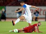 Milan Vilotic (L,GCZ) gegen Lisandro Lopez (Lyon)