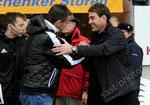 Trainer Michael Skibbe (l,GCZ) und Trainer Rene Weiler (Aarau) vor dem Spiel