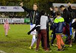 Michael Lang (GCZ) nach dem Spiel mit jungen Fans