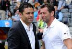 Trainer Uli Forte (L,YB) und Trainer Michael Skibbe (GCZ) begruessen sich vor dem Spiel