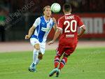 Michael Lang (L,GCZ) gegen Gael Danic (Lyon)