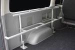 壁面を起点にしたキャリアです。デッドスペースになりがちなタイヤハウス周辺も効率よく使うことができます。