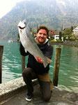62 cm und 3,3 Kg die Traummasse dieser Seeforelle. Vorstandsmitglied Adi Huber - Petri!