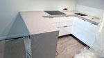 Кухонная столешница из кварцевого агломерата Цезарь Стоне. Мойка подстольного монтажа, нержавейка.