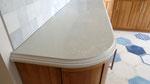 Кухонная столешница из кварцевого агломерата от компании Цезарьстоне. Сложный профиль L+A