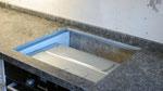 Кухонная столешница с плинтусом из кварцевого агломерата Грей от компании Цезарьстоне (Израиль)