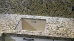 Кухонная столешница с фартуком из гранита Джало Венициано. Мойка Blanco подстольного монтажа.