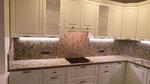 Кухонная столешница с фартуком из гранита Джало Венициано.