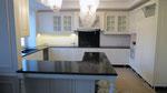 Очень большая кухонная столешница из индийского гранита Тен Браун. Толщина столешницы 30мм, мойка накладная.