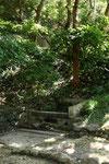 弁嶽井 参詣道沿いにある井戸(大嶽の門の左側)