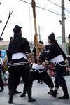 17-0002 首里 真和志町自治会 旗持ちの男衆