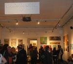 Im Saal der Ausstellungseröffnung