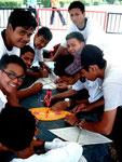 Kids beim Wau- Bulan-Bau