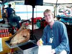 Auf dem Markt kann man Kamelöl kaufen- soll gesund sein
