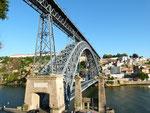 Durch die Stadt fließt der Rio Douro