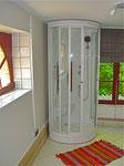 Salle de bain au demi niveau, douche