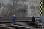 Schienen für das baggerseitige Fahrwerk und die beiden rund 5000 t schweren Eimerkettenbagger Es 3750
