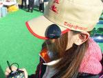 JTカップ大会のコースアイドルもコースオリジナルキャップに装着して販売活動にご協力してくれました。