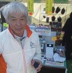 ゴルフ日本シリーズJTカップのギャラリープラザ内に設けられた販売コーナーに、コース所属プロ(あのゴルフマンガのモデルといわれる)がお立ち寄り下さいました。いつもご支援頂き感謝申し上げます♪