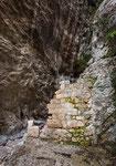 San Martino in Valle, resti della porta di ingresso alla valle