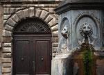 Bussi sul Tirino, portale del castello e fontana