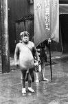 昭和6年6月8日大池家寿吉さん 伝説の「たぬき」の貴重な写真。 神輿の前で踊り歩いていたそうです。