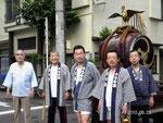 平成22年 会館近く 朝の触れ太鼓(お祭りの開始の合図です。)