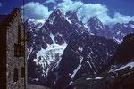 Refuge Glacier Blanc  2550 m, Pointe Puiseux 3946 m, Pt.Durand 3932 m, Pic sans Nom 3913 m