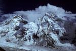 Mount Everest 8848 m umwölkt und Nuptse 7879 m vom Kala Patthar 5545 m