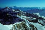 Ausstieg aus der Wand mit Grand Combin 4314m, Matterhorn 4478m in der Ferne