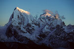 Cholatse 6440 m und Taboche 6367 m kurz vor Sonnenuntergang