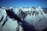 Gross Fiescherhorn 4049 m , Jungfrau 4158 m und Mönch 4107 m