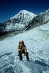 Yala Peak beim Abstieg mit Langtang Lirung  7234 m im Hintergrund