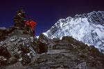 Gipfel Chukhung Ri 5546 m dahinter Nuptse 7879 m Südwand