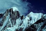 Gipfel o. Namen zwischen Annapurna III 7555 m und Gandarba Chuli 6248 m - Tele -