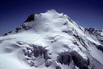 Dom mit Aufstiegs- bzw. Abstiegsspur