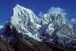 Cholatse 6440 m mit Taboche 6542 m