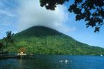 Gunung Api 640 m vom Hotel Laguna aus gesehen.